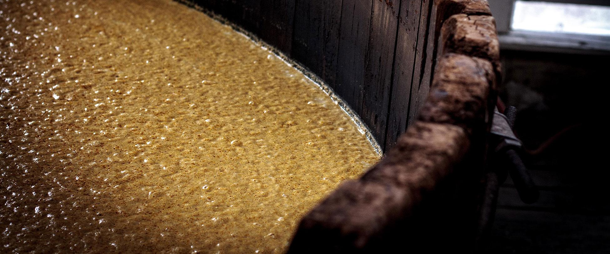 How to make corn moonshine mash
